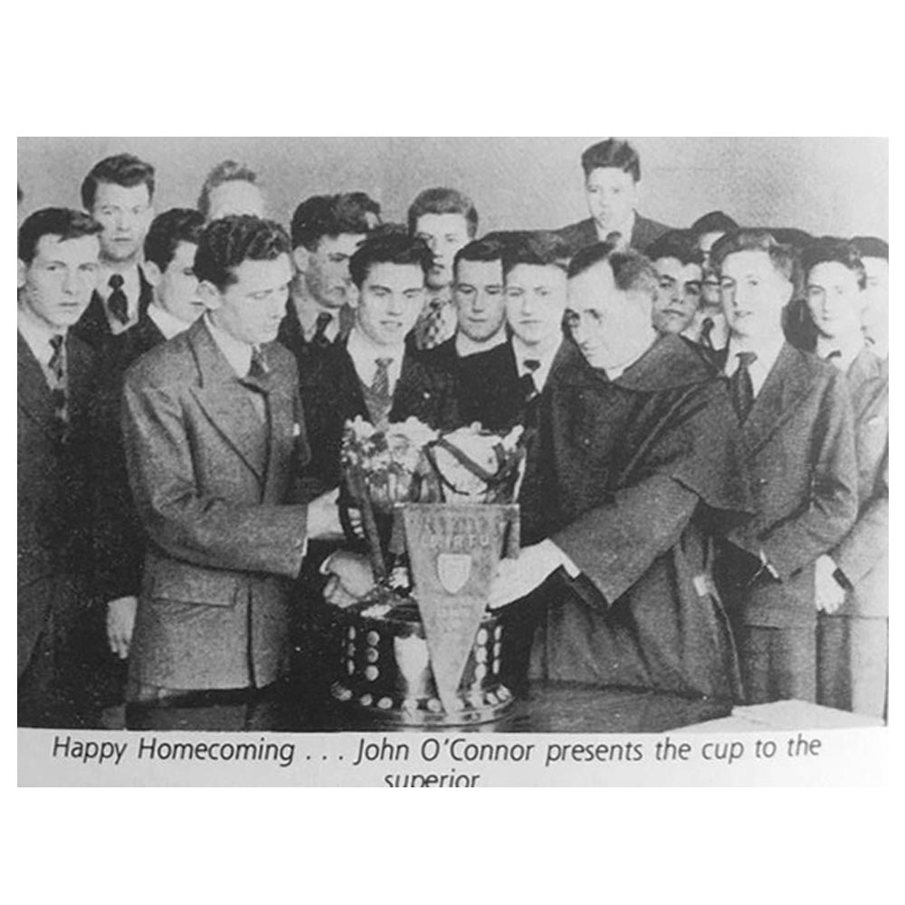 John O Connor presents the SCT trophy to the college in 1952